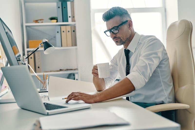 Concentr? au travail image libre de droits