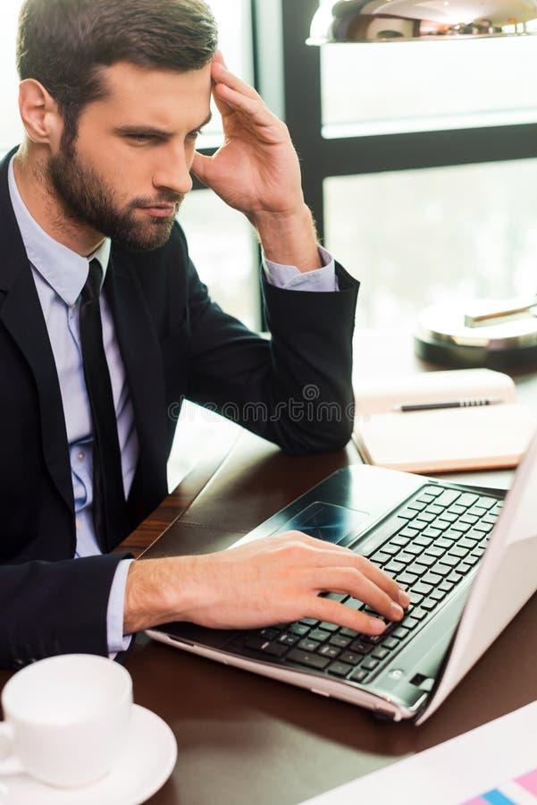 Concentrado no trabalho imagens de stock