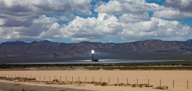 Concentrando energias solares, CSP Torre e espelhos, energia térmica solar, Estados Unidos fotos de stock