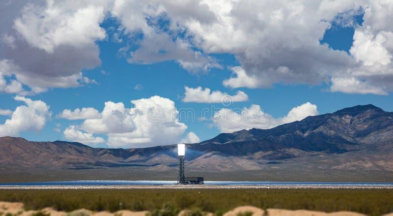 Concentrando energias solares, CSP Torre e espelhos, energia térmica solar, Estados Unidos imagens de stock
