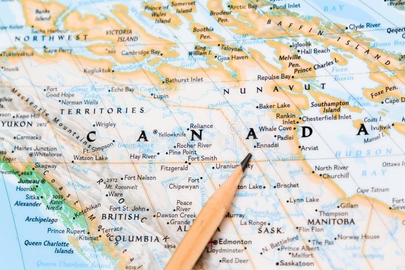 Concentrez sur le Canada sur la carte du monde avec le pointage de crayon photographie stock libre de droits