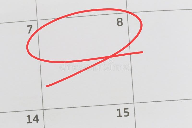Concentrez sur le numéro 8 dans le calendrier et videz l'ellipse rouge image libre de droits