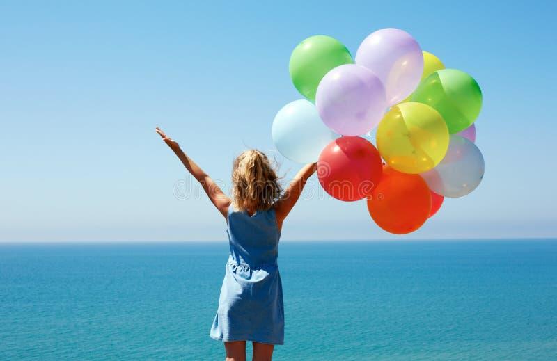 Concep das férias de verão, da celebração, da família, das crianças e dos povos fotografia de stock