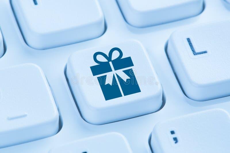 Concep de la tienda de Internet de las compras en línea del presente del regalo de los regalos que ordena fotografía de archivo