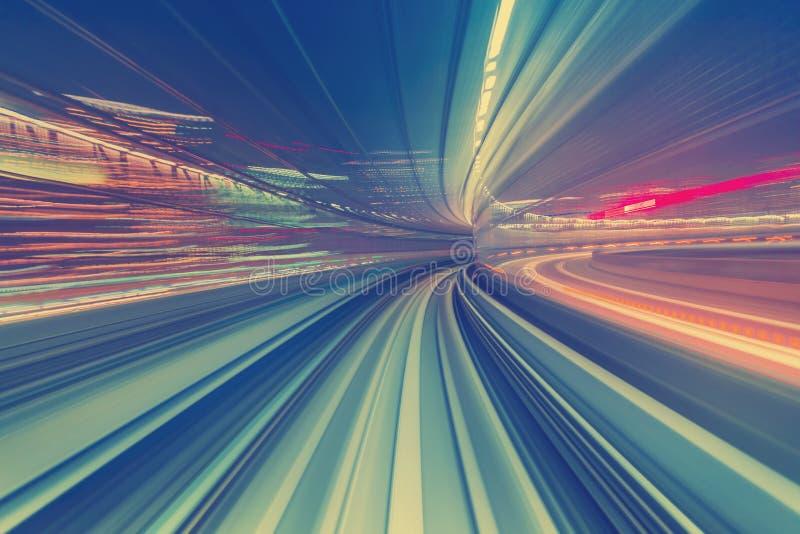 Concept à grande vitesse de technologie par l'intermédiaire d'un monorail de Tokyo photographie stock libre de droits