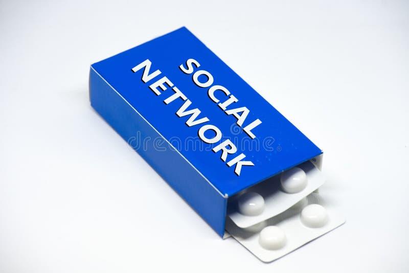 Concept afhankelijkheid door sociaal netwerk die als een drug zijn stock fotografie