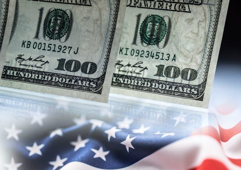 Concept américain d'opérations bancaires Dollars et drapeau américains des Etats-Unis d'Amérique image stock