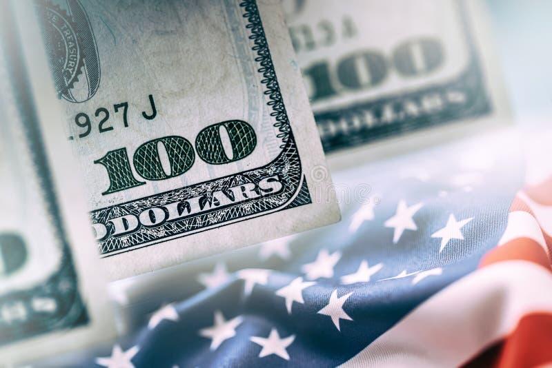 Concept américain d'opérations bancaires Dollars et drapeau américains des Etats-Unis d'Amérique photo libre de droits