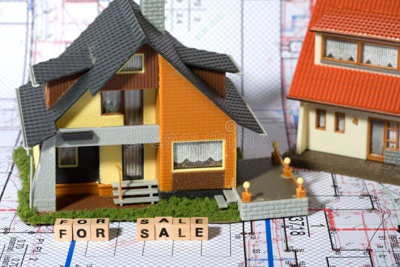 Concept bouw en verkoop van landgoed stock foto