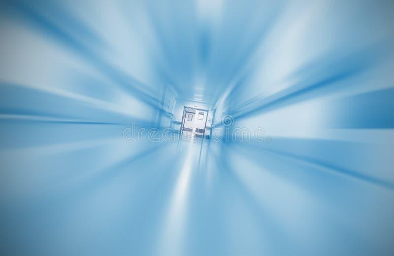 Concept brouillé de couloir d'hôpital de l'urgence photographie stock