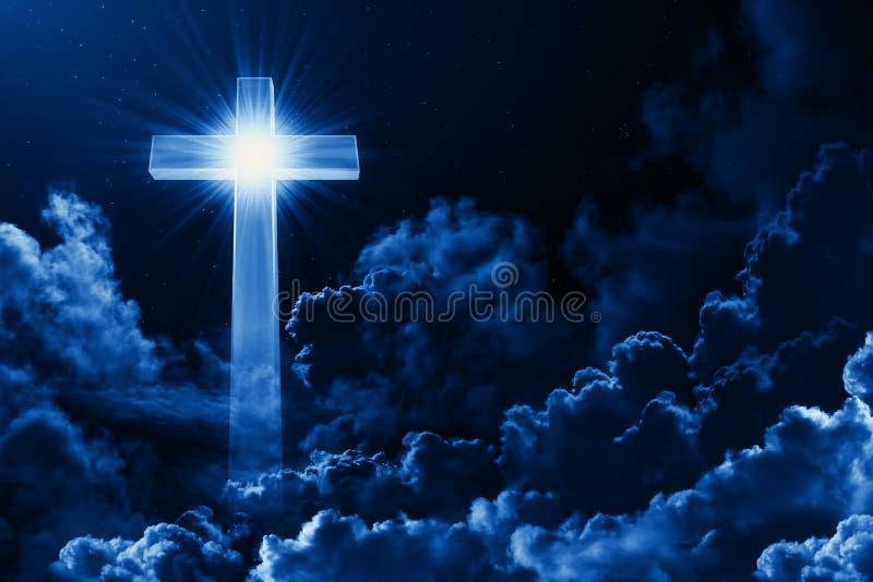 Concept christelijk godsdienst glanzend kruis op achtergrond van bewolkte nachthemel Donkere hemel met dwarswolk Goddelijke glanz vector illustratie