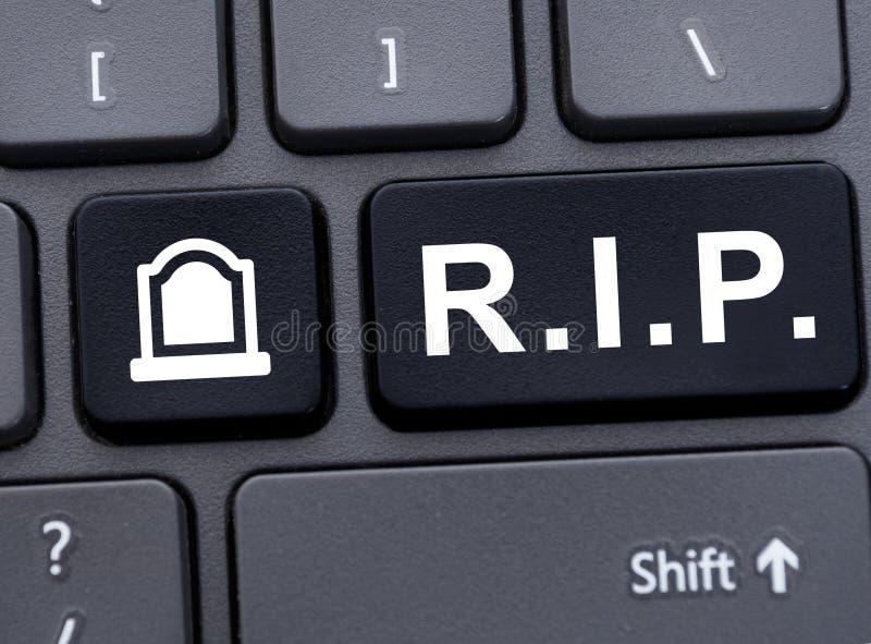 Concept commémoratif en ligne avec R I P abréviation photos libres de droits
