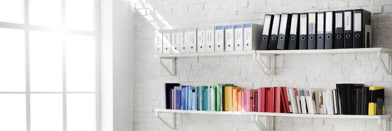 Concept contemporain de fournitures de bureau de lieu de travail de pièce photo stock