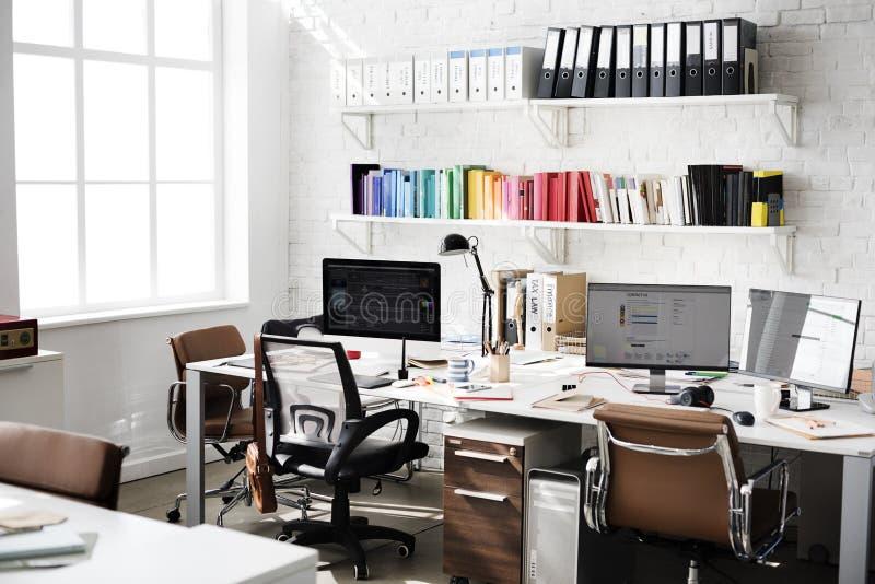 Concept contemporain de fournitures de bureau de lieu de travail de pièce image stock