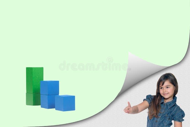 Concept d'écologie des cubes en bois et de la petite fille photos stock
