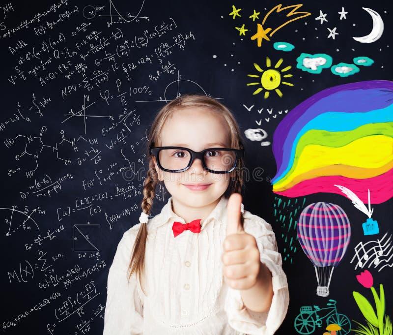 Concept d'éducation de créativité Petite étudiante de sourire images libres de droits