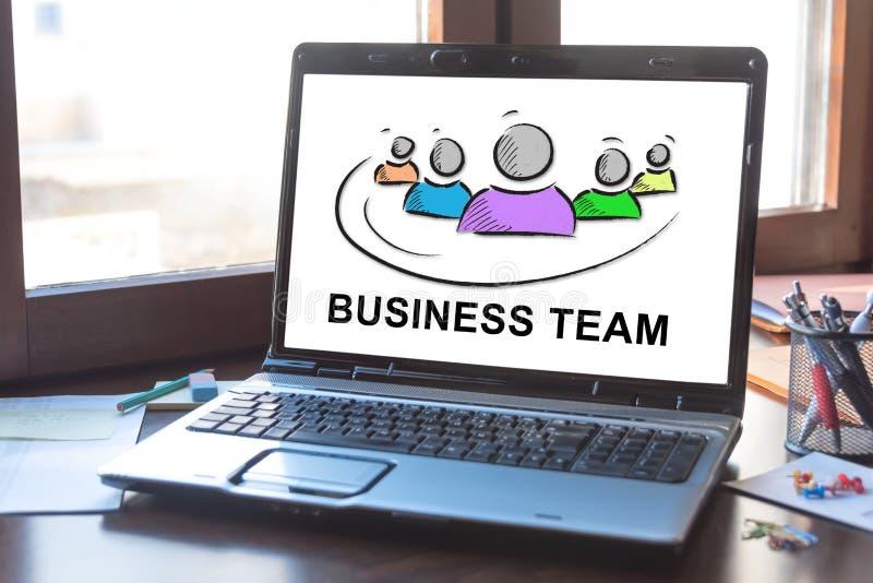 Concept d'équipe d'affaires sur un écran d'ordinateur portable image stock