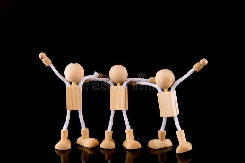 Concept d'équipe, équipe en bois de chiffres de bâton d'isolement sur le fond noir photo stock