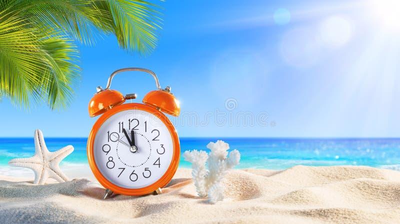 - Concept d'été - alarme de dernière minute image stock
