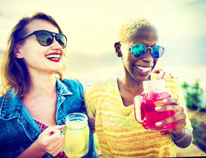Concept d'été de bonheur de partie d'amitié d'amies photographie stock libre de droits