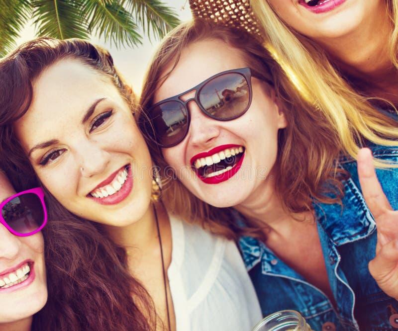 Concept d'été de bonheur de partie d'amitié d'amies photographie stock