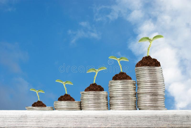 Concept d'affaires avec des piles de pièces de monnaie images stock