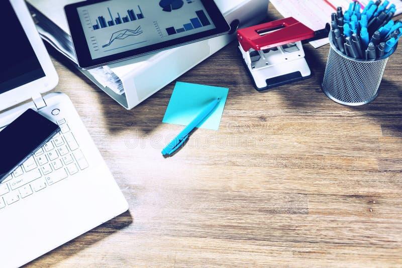Concept d'affaires avec le bureau de bureau Affaires en ligne, opérations bancaires, photo libre de droits