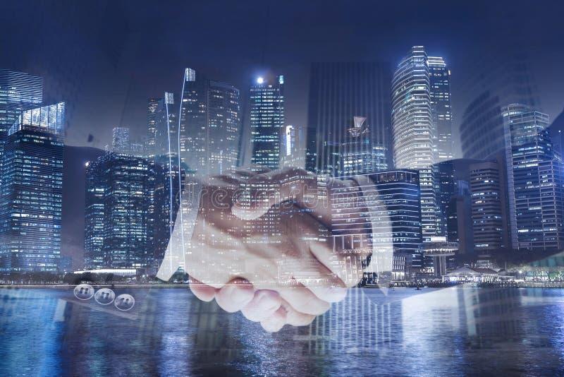Concept d'affaires de collaboration, exposition de poignée de main double, coopération ou association images libres de droits