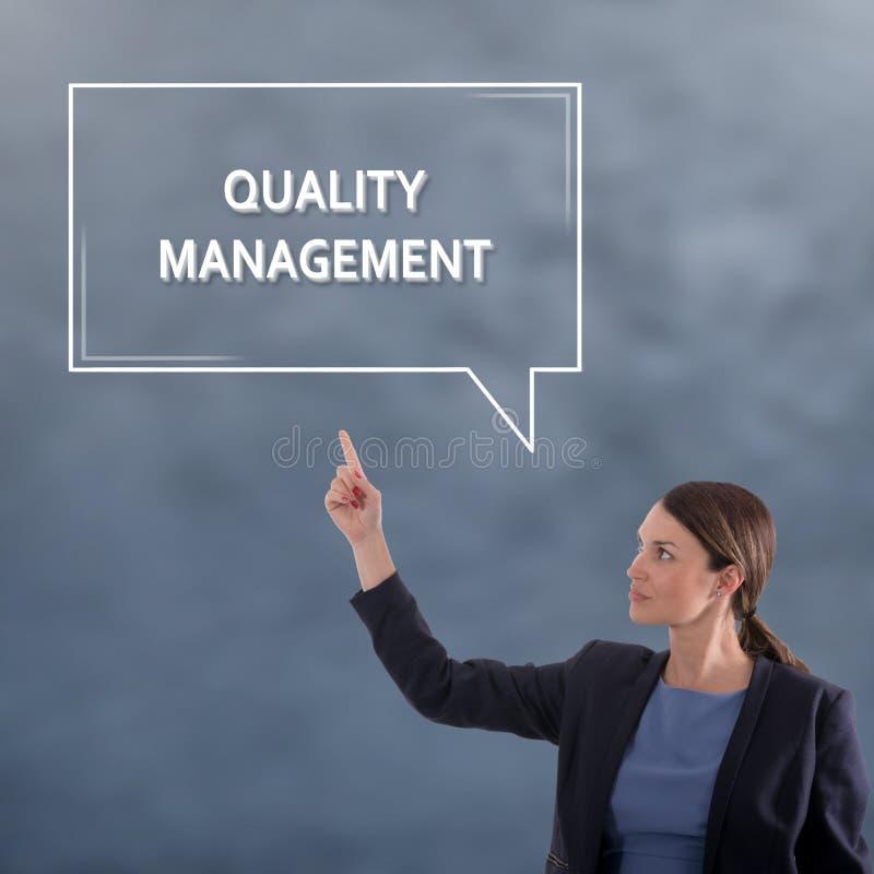 Concept d'affaires de gestion de la qualité Femme d'affaires - 2 images stock
