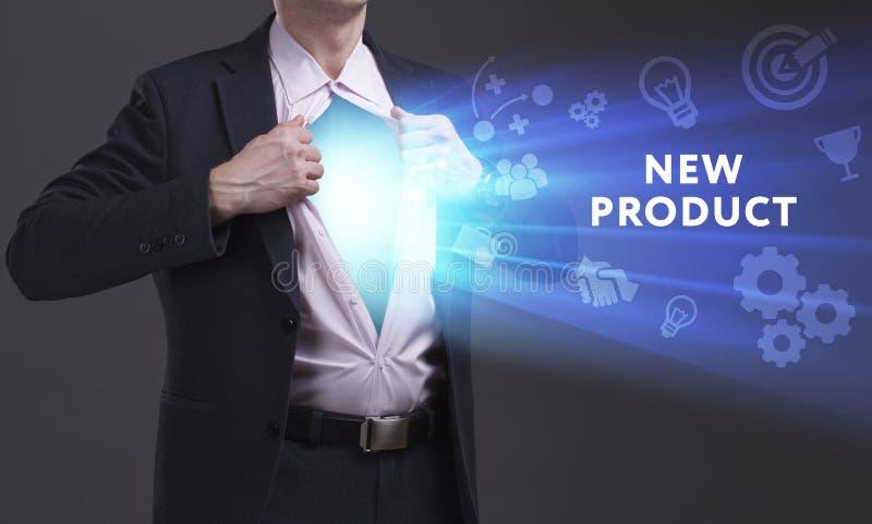Concept d'affaires, de technologie, d'Internet et de réseau Le jeune homme d'affaires montre le mot : Produit nouveau images stock