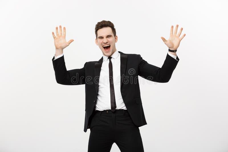 Concept d'affaires : Homme d'affaires bel de portrait exprimant la surprise et la joie soulevant ses mains, d'isolement au-dessus images libres de droits