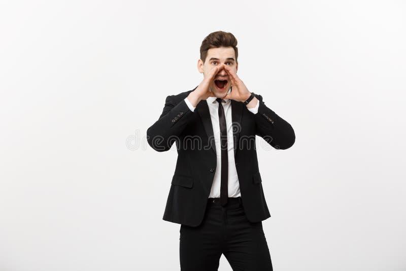 Concept d'affaires : jeune homme bel d'affaires criant et d'isolement sur le blanc image libre de droits