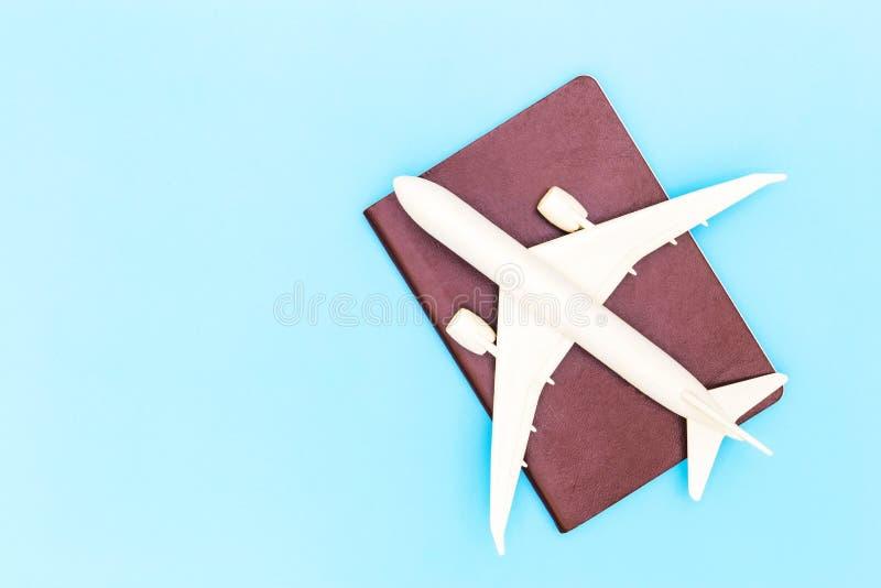 Concept d'air de citoyenneté de mouche de voyageur de voyage de vol de passeport d'avion concept, de transports aériens de déplac photos stock
