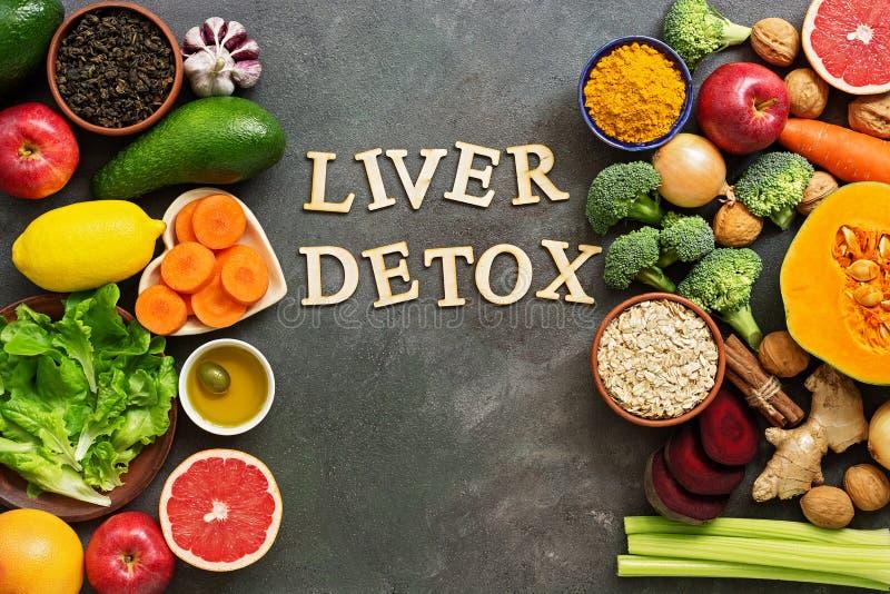 Concept d'alimentation diététique par detox du foie Concept de saine alimentation pour le foie, les fruits, les légumes, les noix images libres de droits