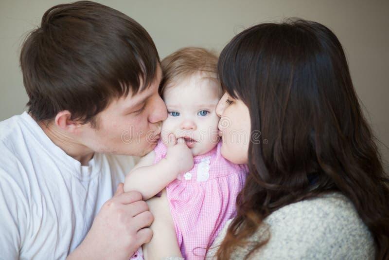 Concept d'amour de famille Maman, papa et chéri images stock
