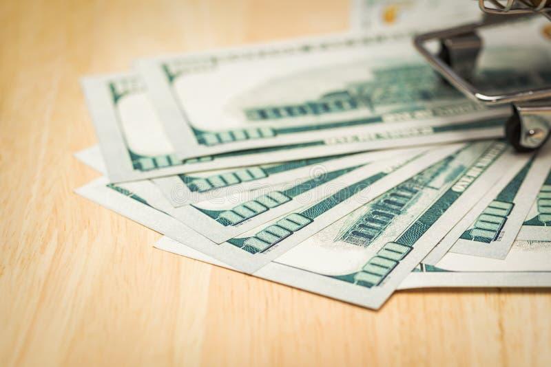 Concept d'argent d'économie pour acheter la nouvelle maison pour votre famille photo stock