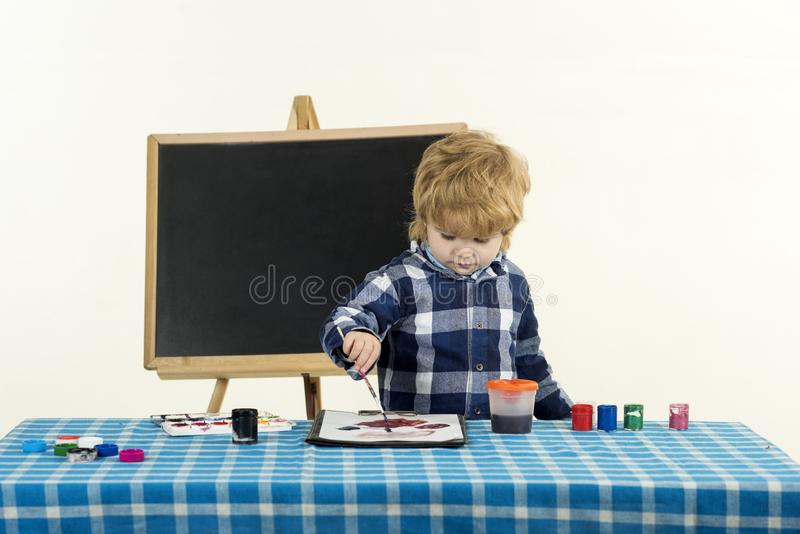 Concept d'art d'?cole Été d'élève du cours préparatoire ?cole primaire ?ducation cr?ative photos libres de droits