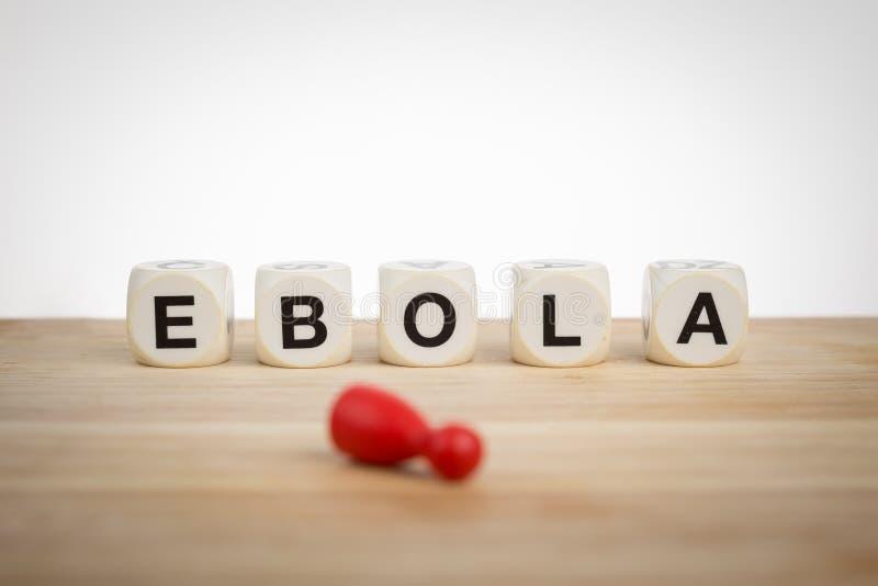 Concept d'Ebola : Le gage mort ? c?t? du mot Ebola a orthographi? par des matrices de jouet images libres de droits