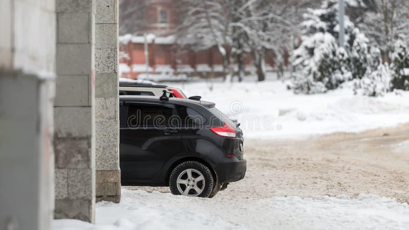 Concept d'hiver, de ville et de voitures-le de la saison d'hiver pour des conducteurs image libre de droits