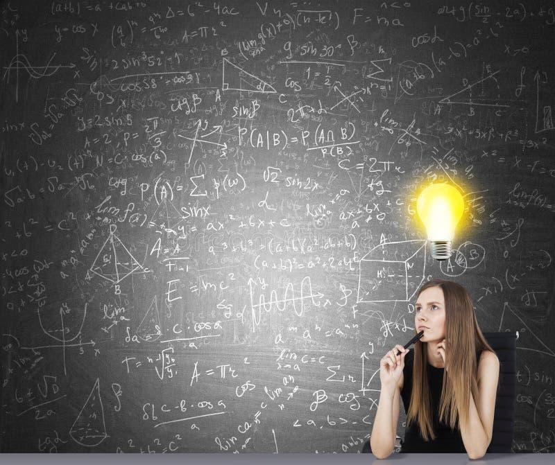 Concept d'idée lumineuse dans la recherche images stock