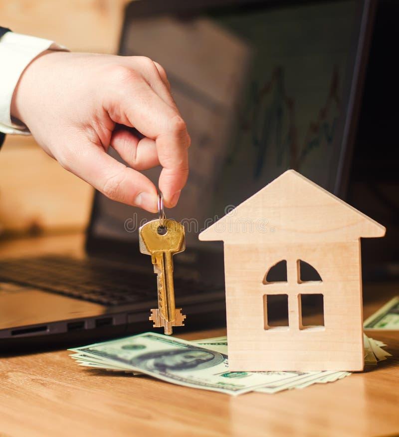 Concept 6 d'immeubles Achetant et vendant des maisons Appartement de loyer Vente de propriété Hypothèque et paiement des impôts D images libres de droits
