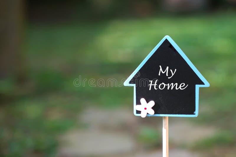 Concept d'immobiliers : conclusion de ma maison dans un bel endroit photographie stock libre de droits
