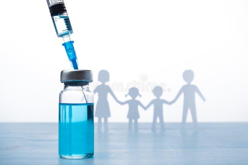 Concept d'immunisation de famille Vaccin de grippe pour des enfants photo libre de droits