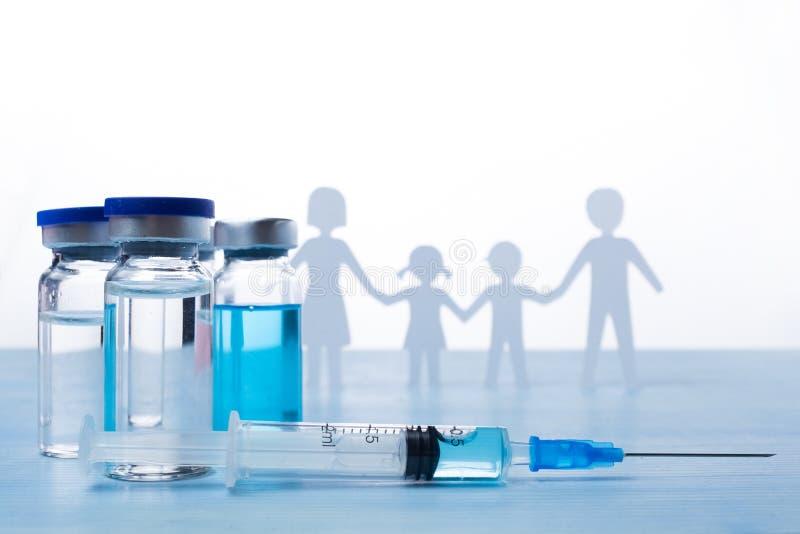Concept d'immunisation de famille Vaccin de grippe pour des enfants images stock