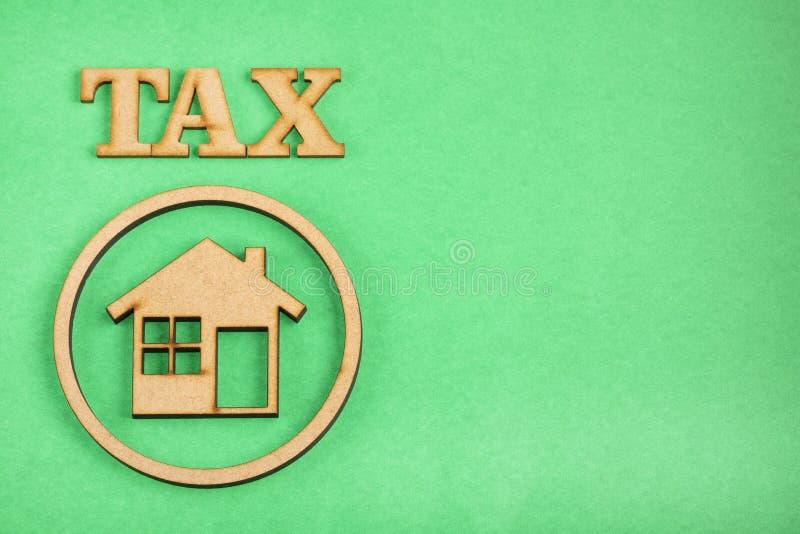Concept d'impôts de logement - fond vert L'espace des textes images libres de droits