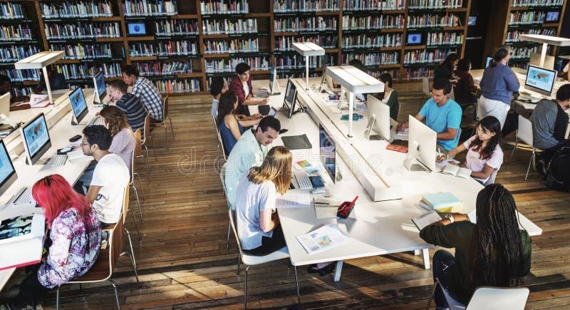 Concept d'intelligence de l'information de la connaissance de bibliothèque images stock
