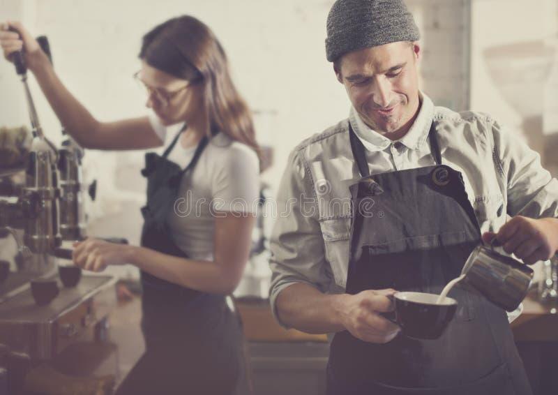 Concept d'ordre de Parepare Coffee Working de barman photographie stock