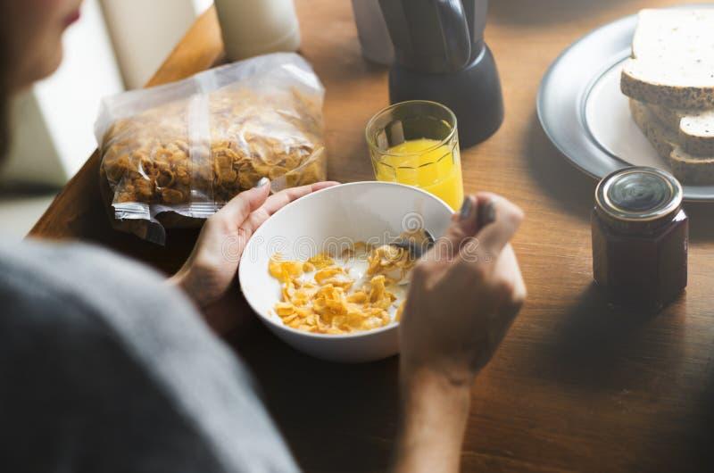 Concept d'unité de petit déjeuner de matin de consommation de couples photo stock