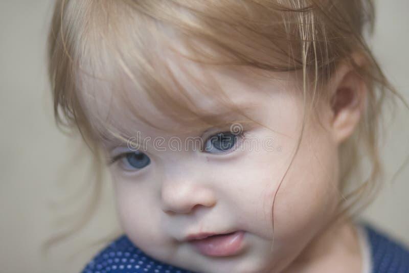 concept de bébé de timidité petit image libre de droits