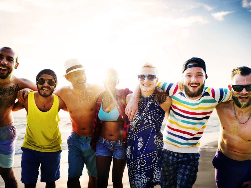 Concept de bonheur de plage d'été de relaxation de liaison d'amitié images stock